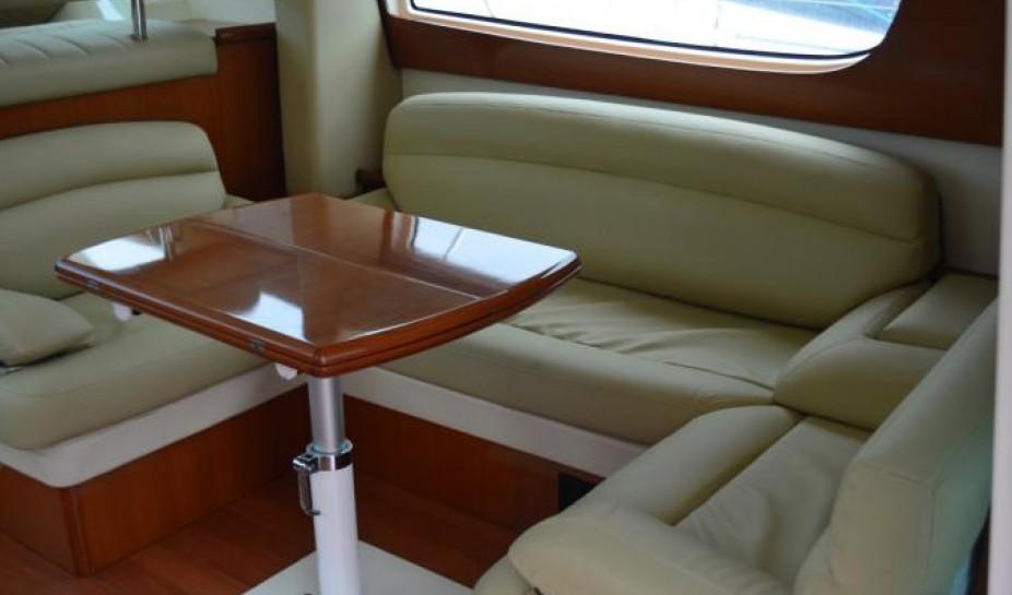 法國 JEANNEAU 42英尺游艇出租