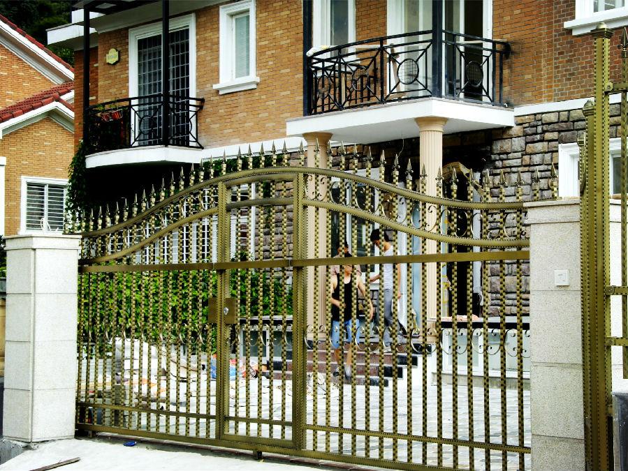 福旗彩色不锈钢制作的庭院大门