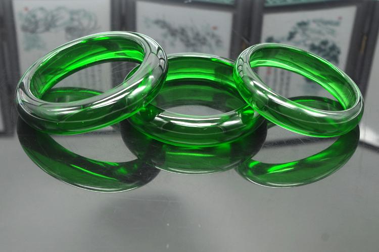 价廉物美的冰翠玉手镯由玲珑福玉器提供 厂家供应玉器礼品