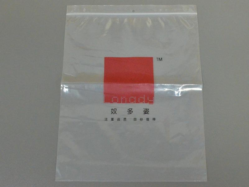 专业生产卡头袋-价格适中的衣服包装袋产品信息