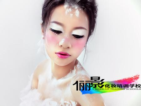 找化妆造型师夜班配培训就找湛江俪影化妆美容培训学校_想学化妆造型