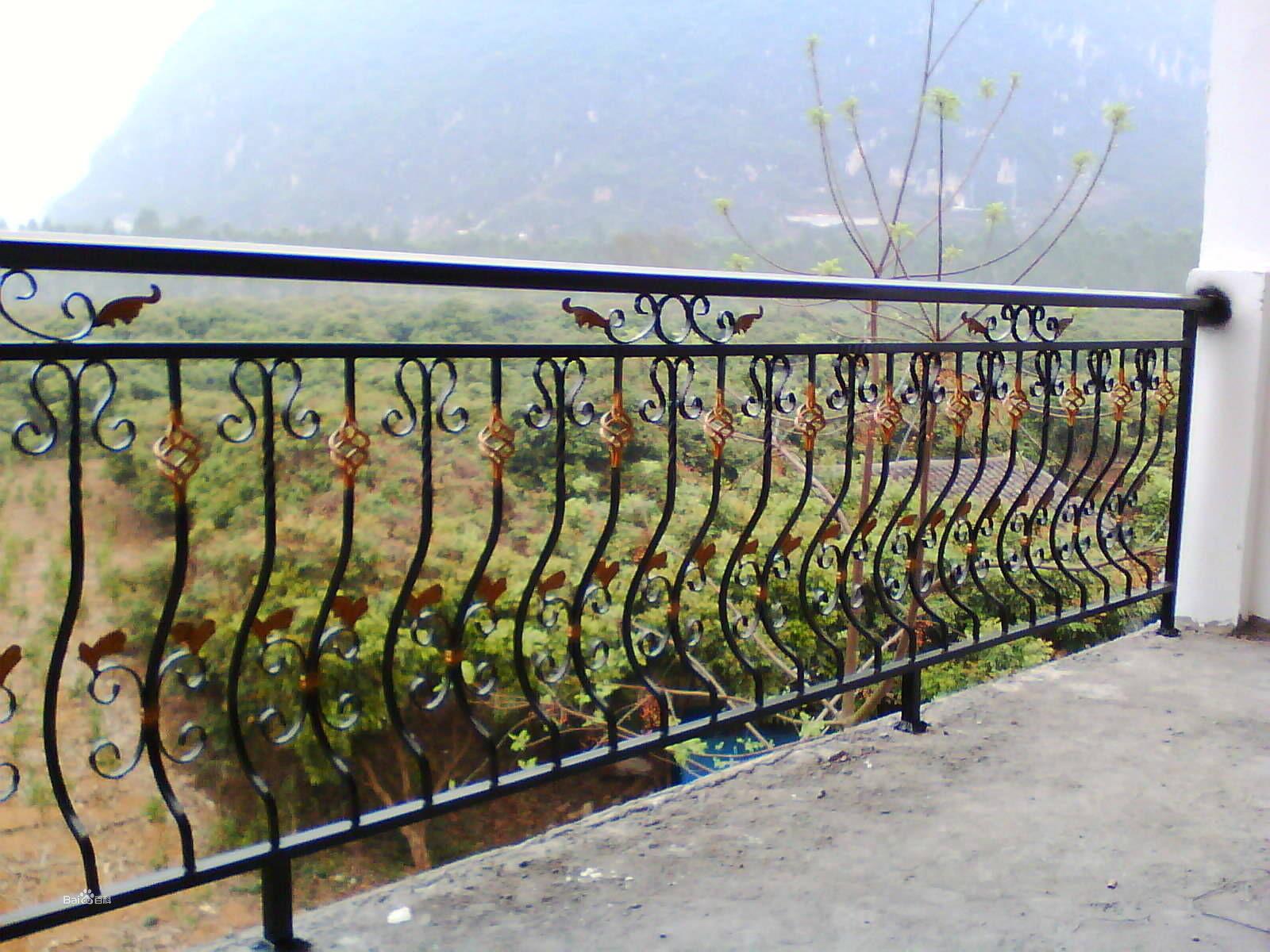 临朐铁艺护栏供应