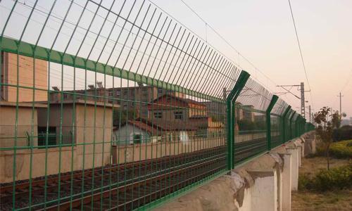 南宁优质的广西铁路护栏网提供商——广西铁路护栏网厂家