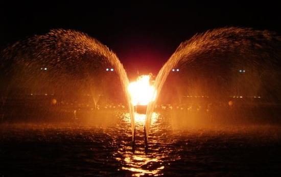 摇摆喷泉 音乐喷泉
