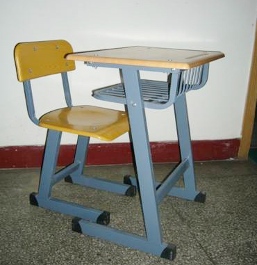 静宁课桌椅批发——甘肃知名的课桌椅销售厂家在哪里