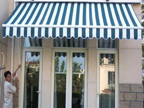 法式雨篷其上面花纹会根据具体的建筑装饰而改动和