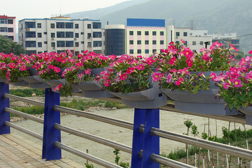 护栏绿化用鞍式花盆