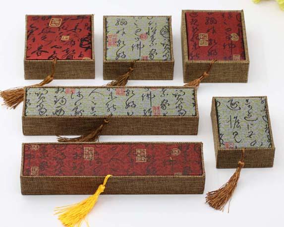 优质的流苏麻布首饰盒产自领丰包装盒加工:首饰盒价格范围