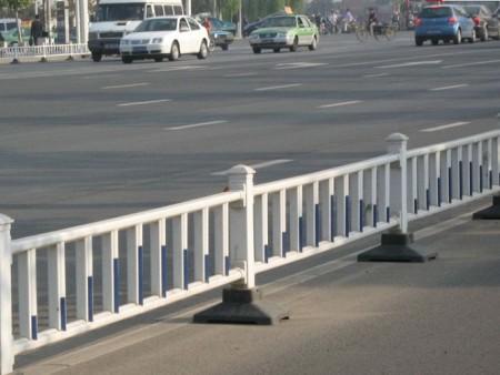 南宁交通设施厂家,市政道路护栏批发
