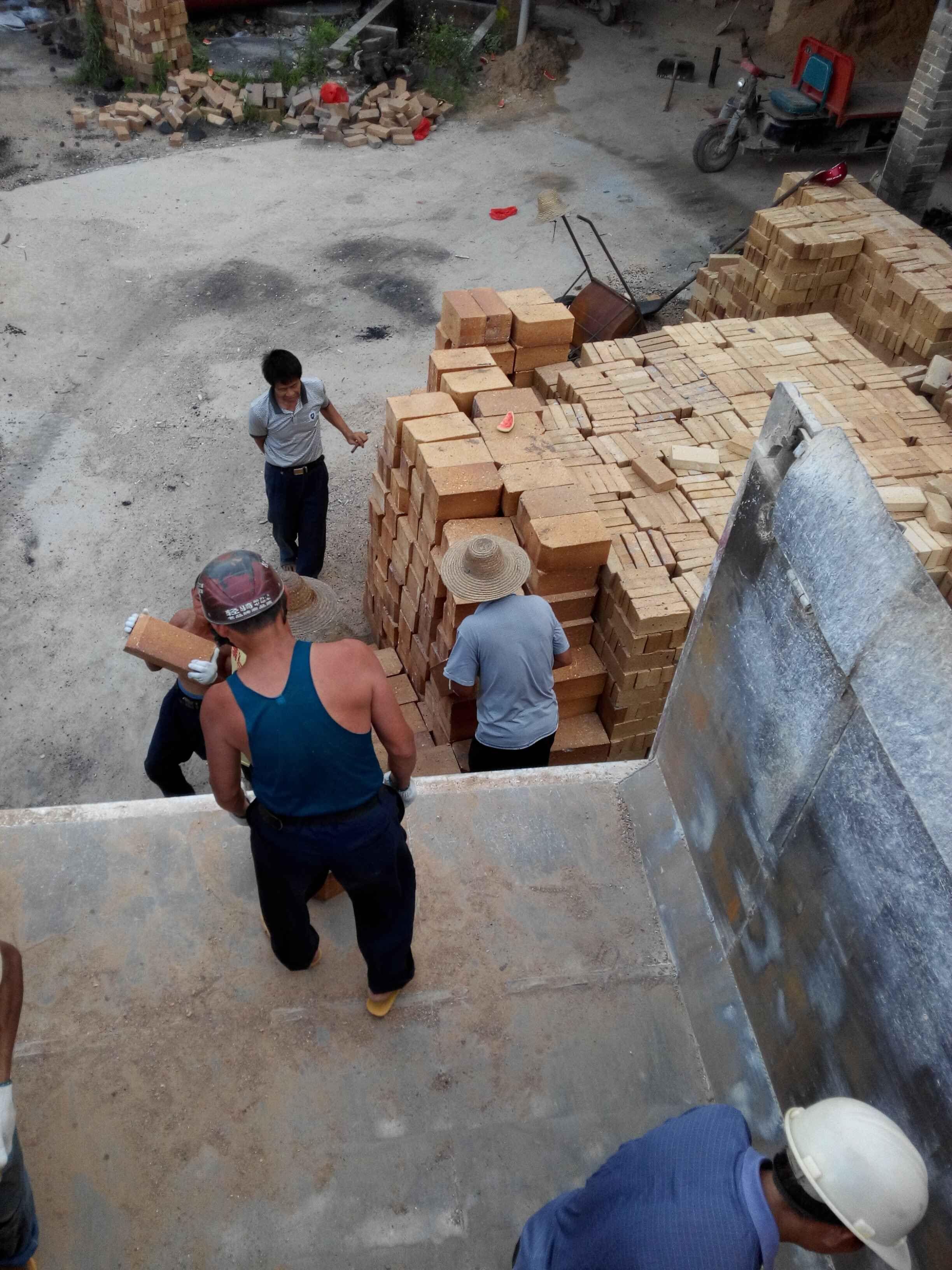 耐火磚生產廠家_哪里有賣新品紅磚窯耐火磚