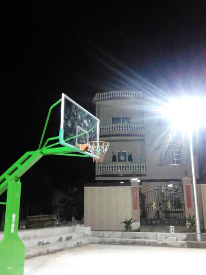 健宁体育教你买热门移动篮球架,南宁平箱篮球架规格