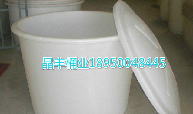详细说明 16升包装密封塑料桶是根据国标制作。桶上口直径为285mm,下口直径为250mm,高为325mm,重量为1400G,材料为耐摔性PP.本公司还有1L,2L,3L,4L,5L,6L,10L,15L,18L, 20L,25L,30L各样式的包装密封塑料 桶。 适用范围:雪糕、奶茶、酱菜、草莓、油脂、甜面酱、豆腐乳、豆瓣酱、辣椒酱、腌泡菜、果酱、食品、啤酒、五谷杂粮、油、果浆、水晶光亮膏、果膏、馅料、糖浆、蛋糕油、面包改良剂、糖浆、猪油、食用添加剂、牛油、蛋糕裱花喷粉、香精、调味料、食用油品、果汁、泡