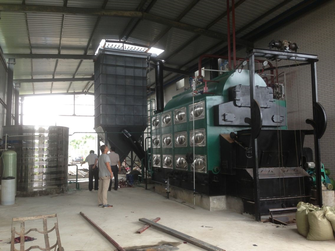 详细说明 武汉江城锅炉制造有限公司(原武汉江城锅炉厂),是一家专业于锅炉与压力容器设计、生产、安装、维修的综合型股份制企业。公司总部位于武汉市汉阳区鹦鹉大道483号,交通便利,占地总面积为16000平方米。目前公司拥有的资质:B级锅炉制造许可证;D1、D2类压力容器制造许可证;3级锅炉安装改造维修许可证;ISO9001质量体系认证证书。 自1986年建厂以来,在厂长的领导下,全厂职工艰苦奋斗,积极探索,终于走出一条具有江城锅炉特色的成功之路。目前公司下设产品开发部、市场营销部、客户服务部、技术部、质检部(