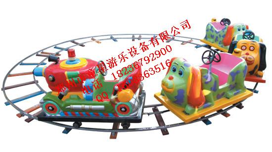 童星游乐设备简介: 郑州市童星游乐设备厂是集开发设计、生产制造多种游乐设备及组合玩具的综合性企业。 本厂自建厂以来,经过不懈的努力,现已具备了包括设计、制造和检测的一系列运作能力,从而在很大程度上提高了生产效率,并为产品的质量提供了可靠的质量保障。 多年来,我厂大胆探索,勇于创新,提高生产技术,使理论和实践达到完美的结合。 随着市场不断的开拓和业务的不断拓展,以高质量,高起点,守信誉,服务佳为宗 旨,在产品的生产、销售等方面为顾客提供了可靠的质量保证。承蒙社会各界人士的大 力支持与厚爱,使我厂取得了不凡